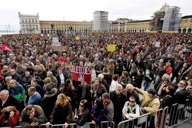 Portugal+protesto+praca+do+comercio+que+se+lixe+a+troika